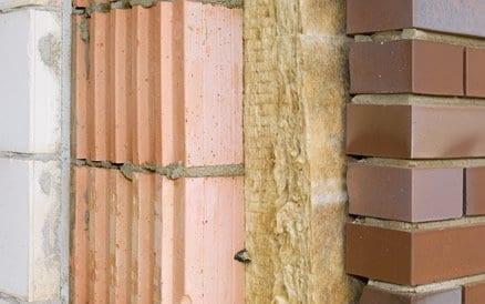 Buitengevel Isolatie zorgt vanwege de grote oppervlakte van de gevel voor een sterke verbetering van wooncomfort alsmede besparing op energiekosten.